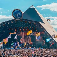 glastonbury-2019-pyramid-stage-crowd Cropped