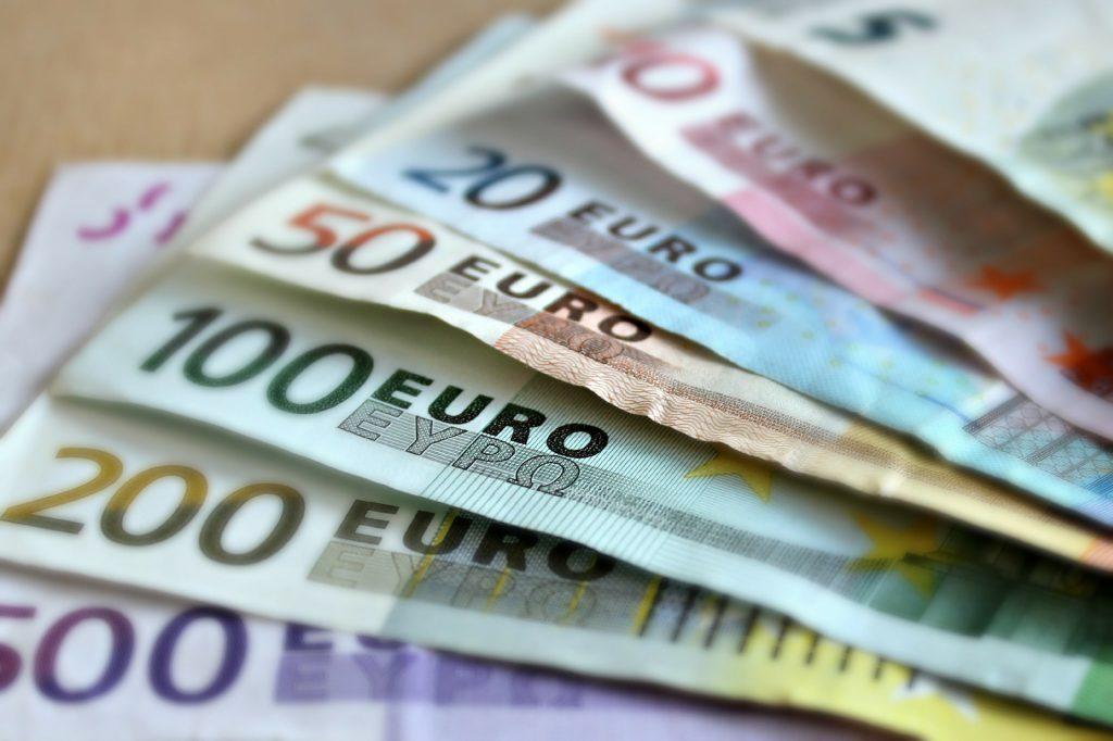 money euro cash pay