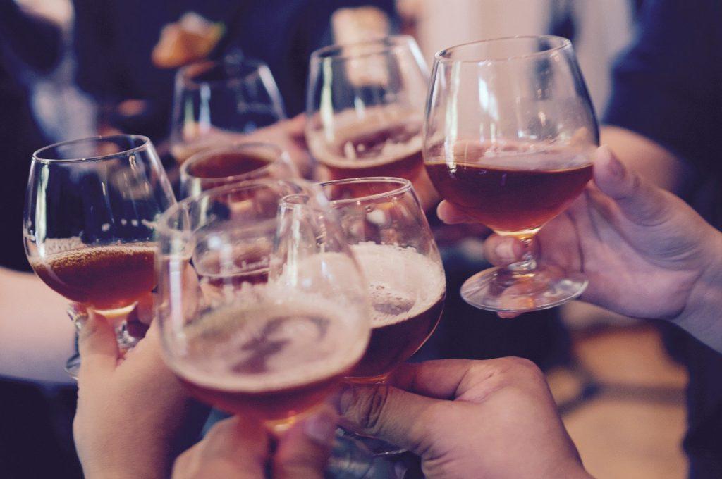 drink glasses-alcoholic-beer-bar-pub-alcohol