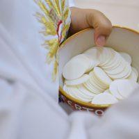 communion-mass-church-priest-religion