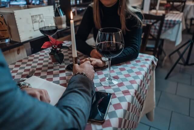 dating love restaurant couple date